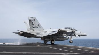 Egy amerikai vadászgép kilőtt egy szíriai vadászbombázót