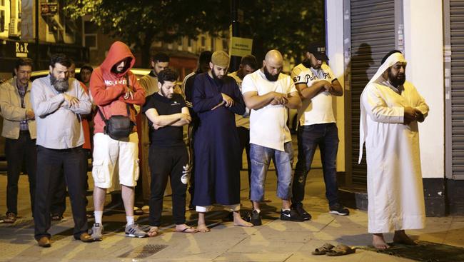 Muszlimok közé hajtott egy furgon Londonban