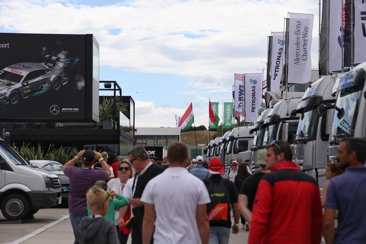 Közel 40000 nézővel a hétvégén egyáltalán nem vallott szégyent a magyar DTM futam, hála a megfizethető belépőknek, a sűrű és izgalmas programnak