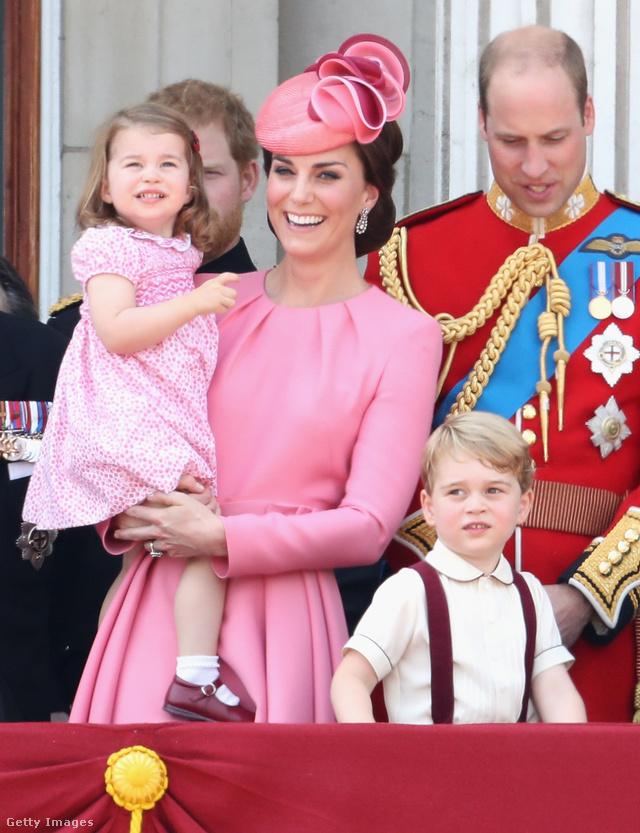 Összeöltözött lányával Katalin hercegné.