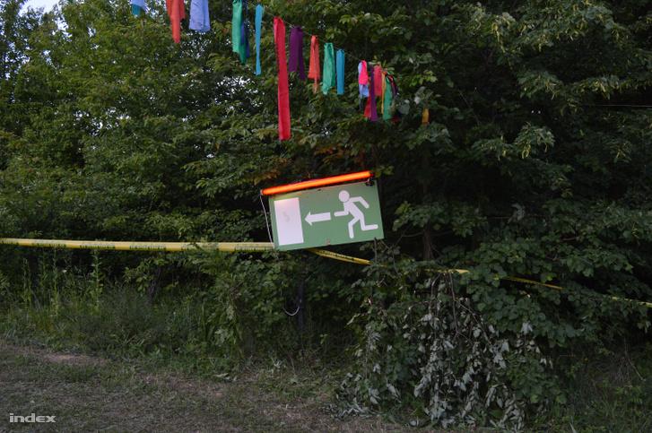 A kijáratot jelző piktogram a Kolorádó fesztiválon