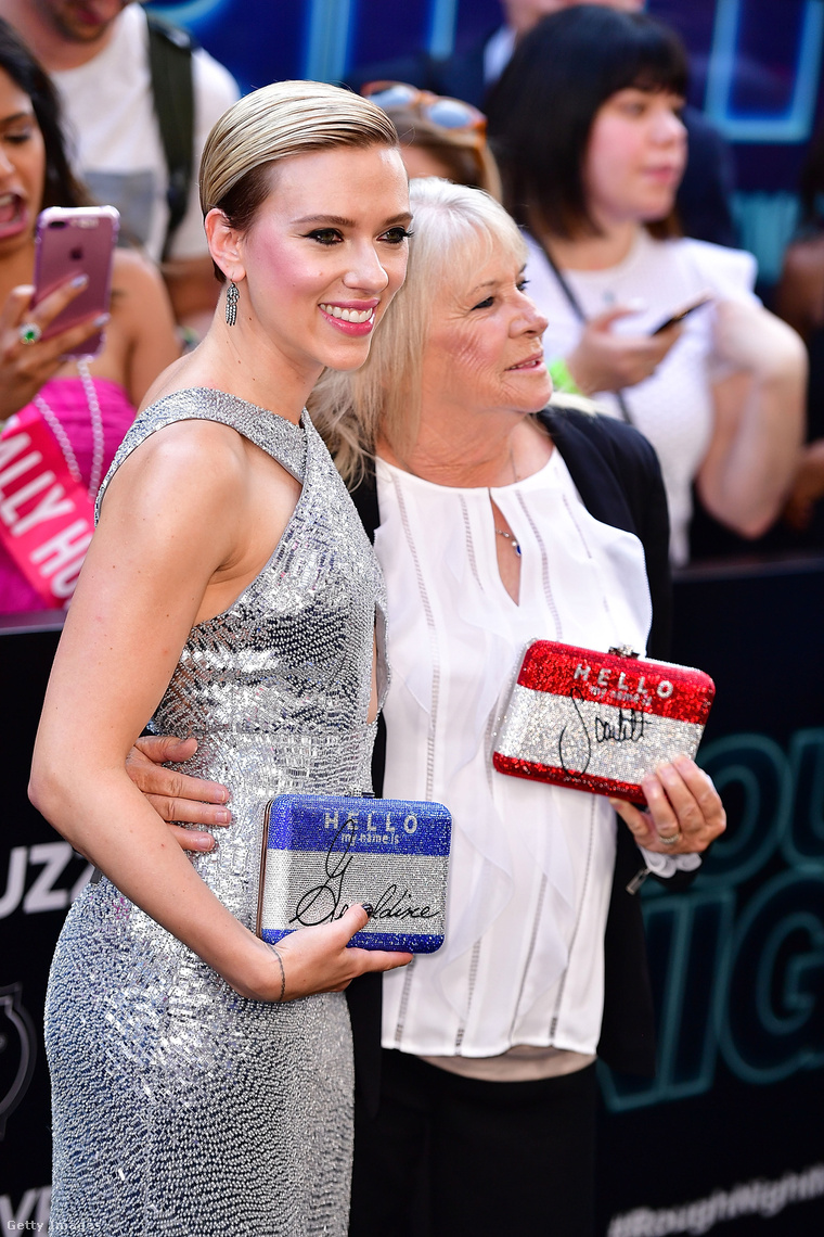 Scarlett Johansson és Geraldine Dodd.