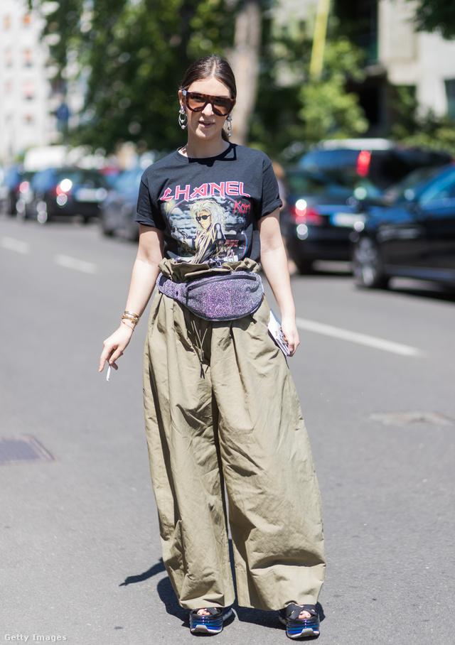 Alternatív raver-nek is feltüntethetjük magunkat egy ilyen buggyos khaki nadrágban. Szerezzetek be hozzá egy hasitasit és egy alteros pólót is, menő lesz!