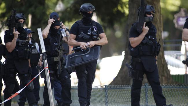 Merényletkísérlet a Champs-Elysée sugárúton