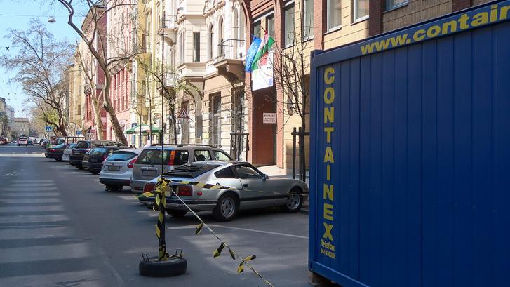 Mi rejtőzik az építkezés konténerének takarásában?