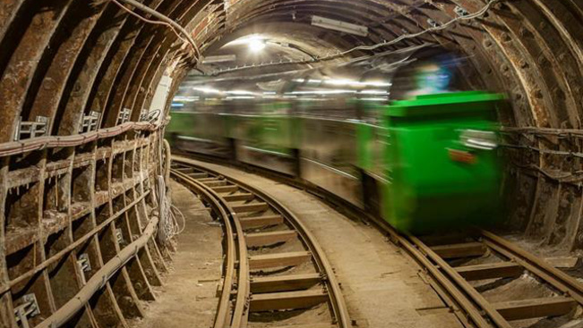 Eddig titkos földalatti vasúti síneket nyitnak meg Londonban a látogatók előtt