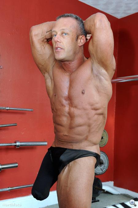 Így pózol egy egylábú bodybuilder