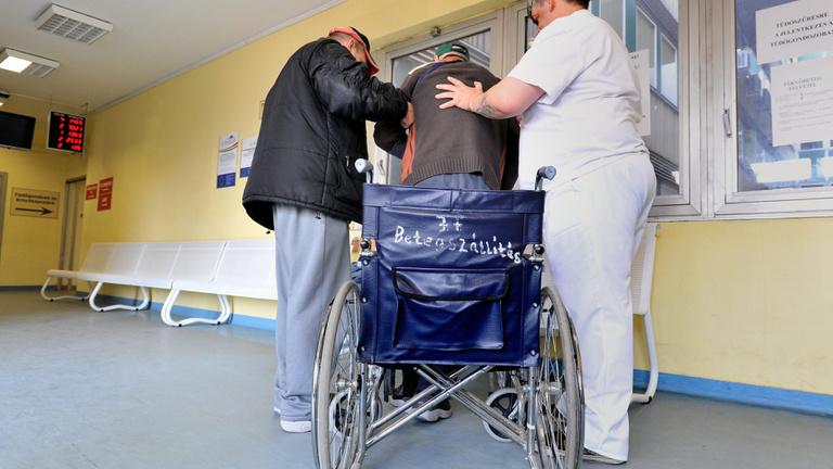 A kórházakból szép lassan eltűnnek az ápolók