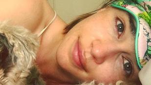 Emilia Clarke smink nélkül, kutyával pózol - Instahíradó