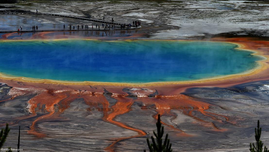 A Yellowstone híres tava