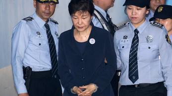 Három év börtönt kapott a bukott dél-koreai elnök bizalmasa