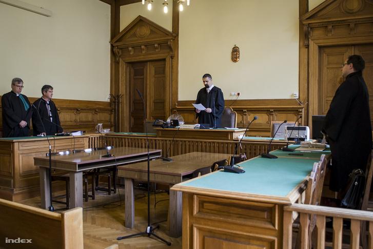 A Fővárosi Törvényszék ítéletében több mint 765 millió forint plusz kamatok megfizetésére kötelezték az alperest, az államot