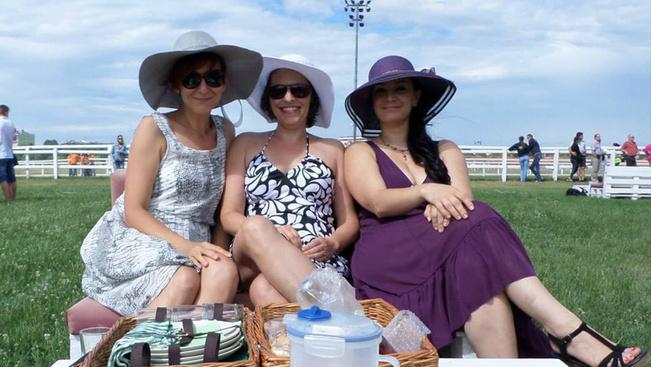 Békebeli kalapos derbyt rendeznek július első hétvégéjén a lovin