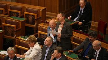 Fideszes képviselő a plakáttörvényről: Nyilvánvalóan ez most nem a törvények szerint történik
