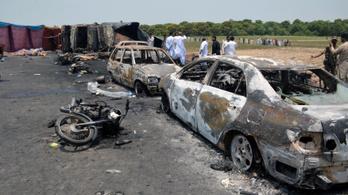 Felrobbant egy tartálykocsi, legalább 135 halott