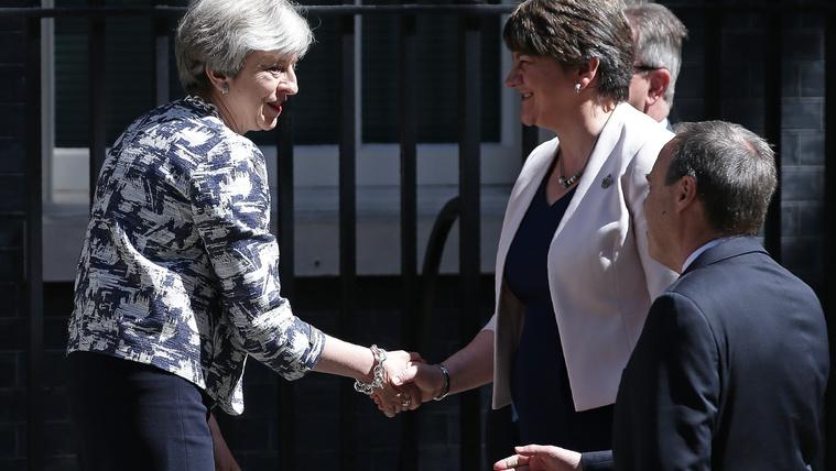 Megállapodott a brit Konzervatív Párt és a DUP, de nem lépnek koalícióra