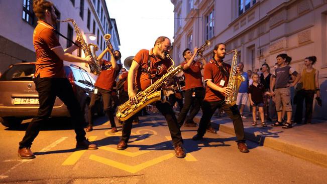 A látvány mellett izgalmas koncertekkel is készül a Zsolnay Fényfesztivál