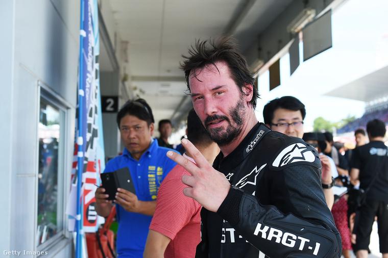 Keanu Reeves-szel még évekkel ezelőtt találkoztam egy arénában, ahova a celebekből összeállt hokicsapatával jött gyakorolni