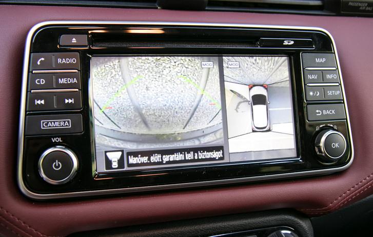 Nekihajtani már ezzel se fogsz semminek, de új autóban ennél nem nagyon van lejjebb grafikailag