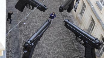 Akinek fegyvere van, az lelőheti a terroristákat Csehországban