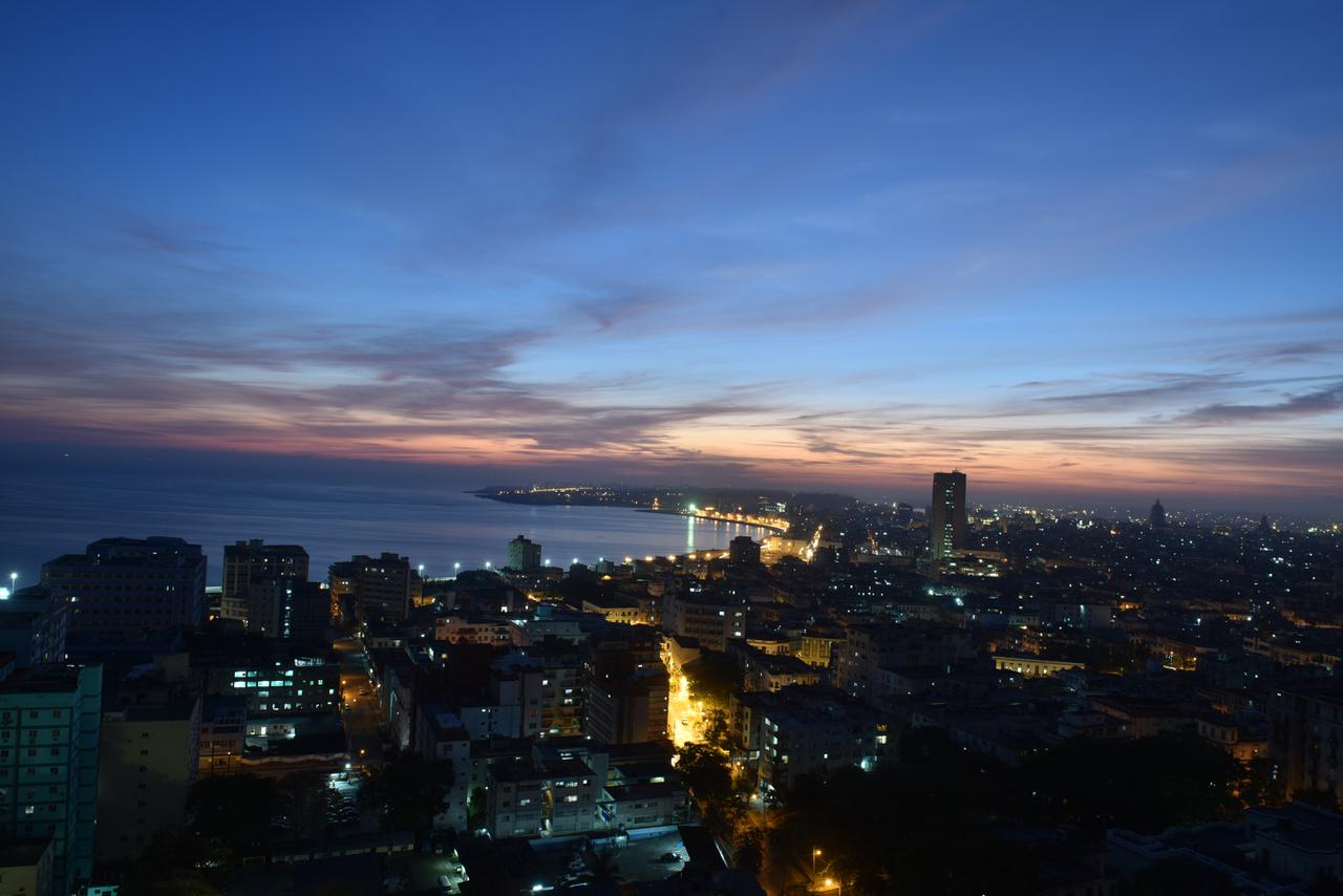 Havannában, azaz teljes spanyol nevén San Cristóbal de La Habanában 2,2 millió ember él.