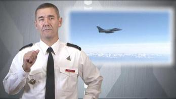 Vadászgéppel jár haza a francia légierő főparancsnoka