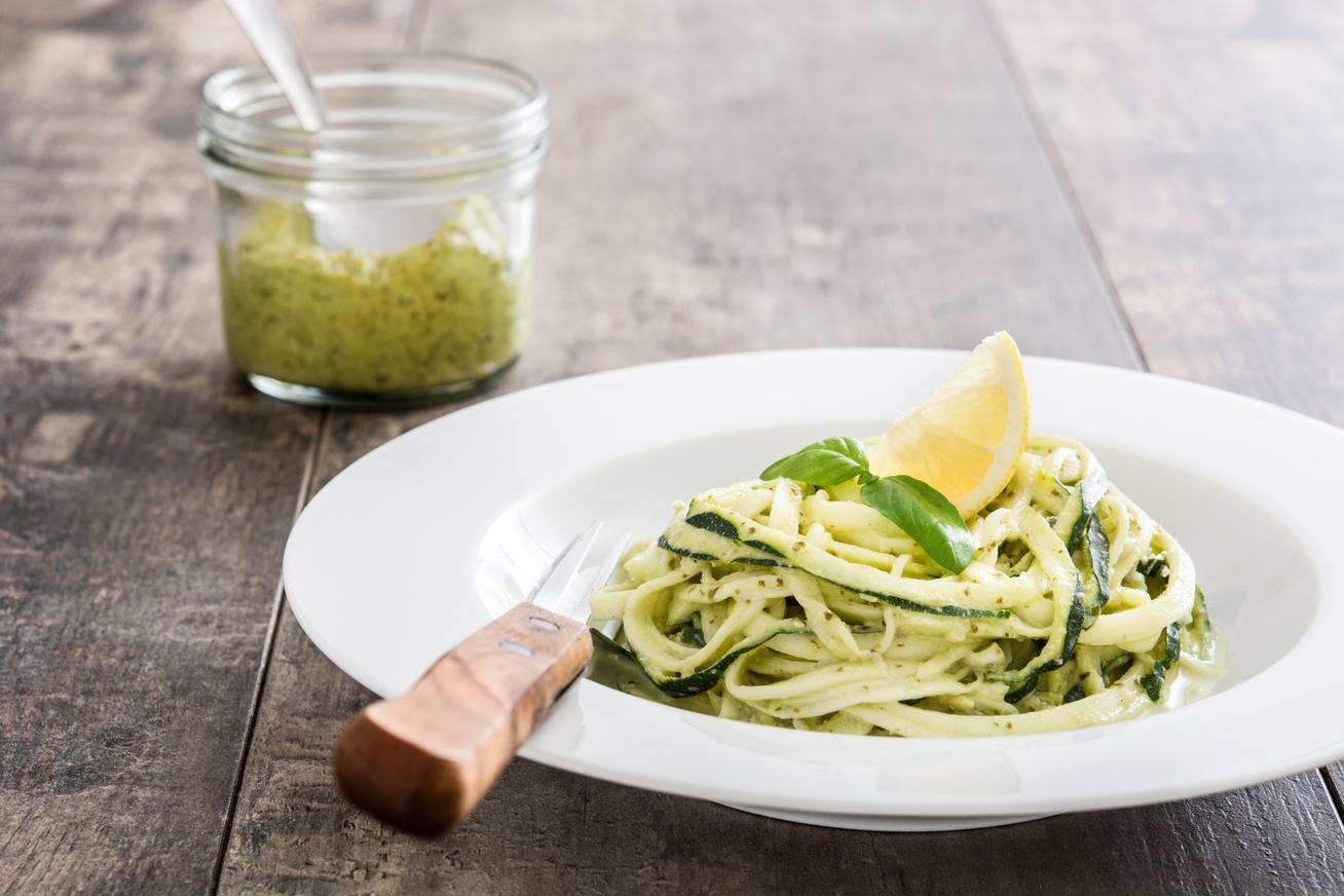 Diétás spagetti cukkiniből - Lisztmentes, fokhagymás finomság 20 perc alatt