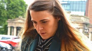 Elítélték a nőt, amiért két éven át játszotta a barátnője előtt, hogy férfi