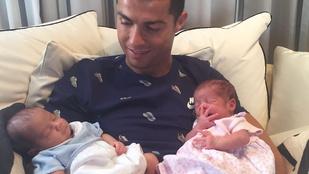 Ha eddig nem hitte el, hogy Cristiano Ronaldónak ikrei születtek, akkor ez a fotó majd meggyőzi