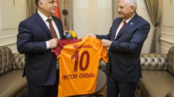 Orbán kiáll Törökország mellett, mert a barátok mellett ki kell tartani