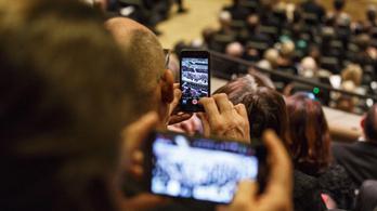 Ez az okostelefonos alkalmazás nem hagy békén koncert közben