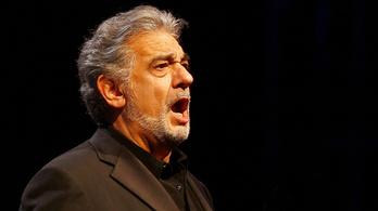 A püspökség miatt fordították meg Domingo színpadát Pécsett