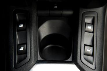 XL-es kézzel akár egyszerre is lehúzhatod kétoldalt az ablakot