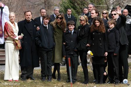 Natasha Richardson temetése 2009-ben. Vanessa Redgrave a kép bal szélén