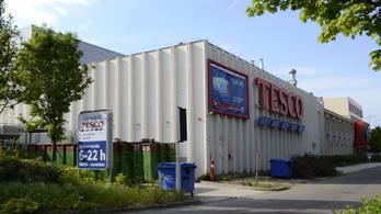 Ha nincs béremelés, üres bevásárlókocsikkal demonstrálhatnak a Tesco dolgozói