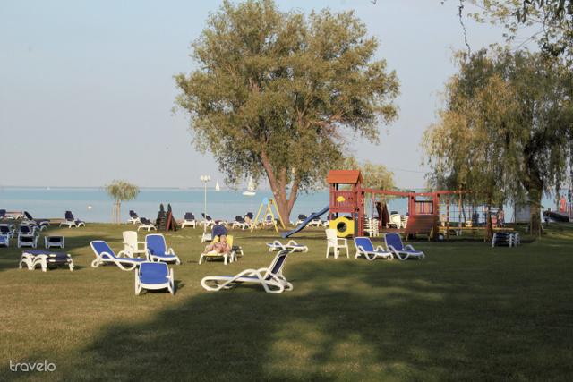 Klassz játszótér várja a kicsiket a parton
