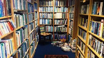 Aludjon egy skót könyvesboltban és vezesse is kicsit!