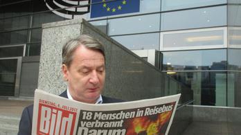 Váratlan fordulat: Kovács Béla az EP előtt fotózkodik, nem Abháziában