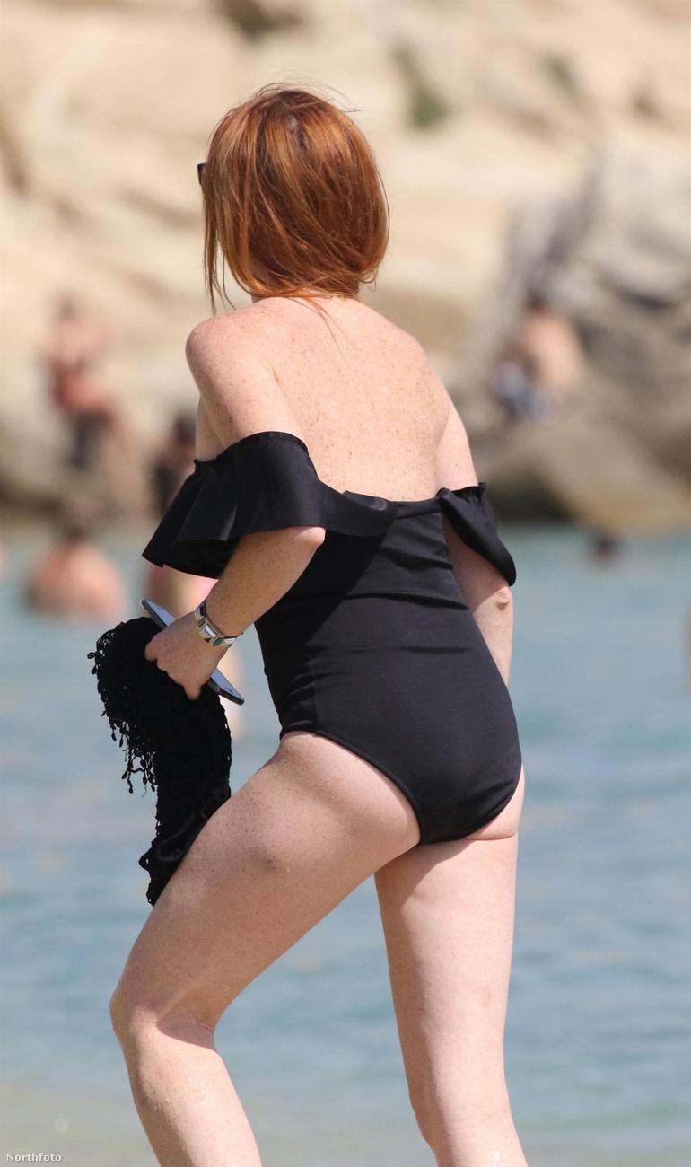 Szóval az iszlám vallással kacérkodó modell-színésznő így nyaralt a görögországi Míkonosz szigetén.