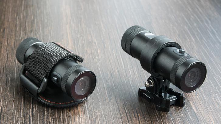 Balra a sisakkamera kivitel, jobbra a kormányra (és másra) rögzíthető, gyűrűs tartóval