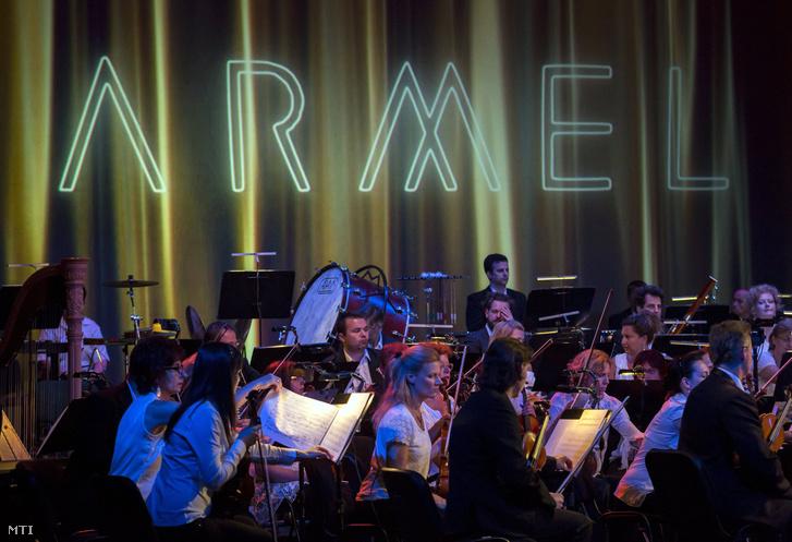 A Pannon Filharmonikusok a 10. Armel Operafesztivál gálaestjén a Thália Színházban 2017. július 4-én. Az Arte-Közönségdíjat Rufus Wainwright Prima Donna című operája kapta a Pannon Filharmonikusok előadásában, Alföldi Róbert rendezésében.