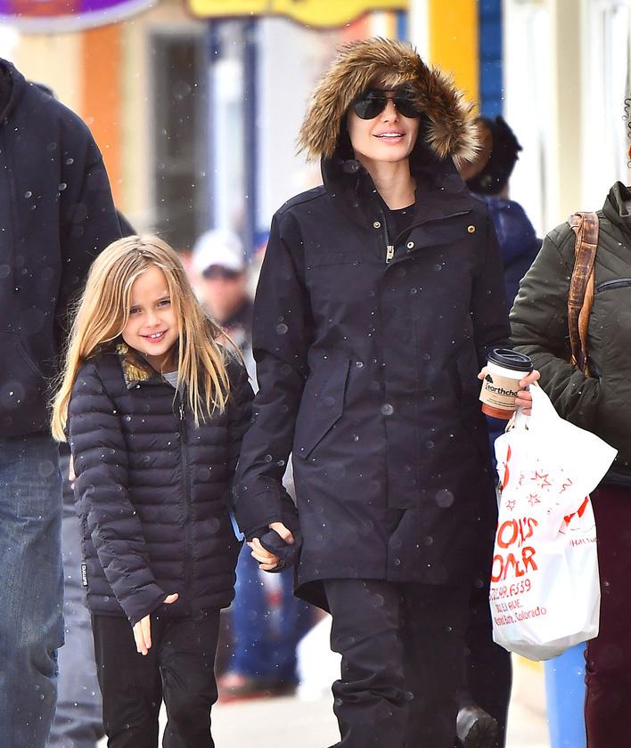 Legutóbbi vakációjukon így kapták le a színésznőt és lányát: Aspenben vettek részt egy sítúrán.