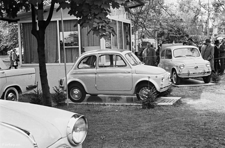 Budapesti Ipari Vásár. FIAT 500 típusú személygépkocsik kiállítása (1960)