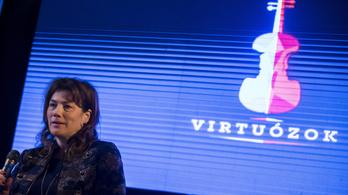 900 ezret keres két állami cégnél a cégvezetéstől eltiltott fideszes képviselő