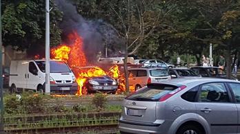 Három autó lángolt Újpalotán