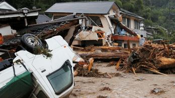 Brutális időjárás tombol Japánban