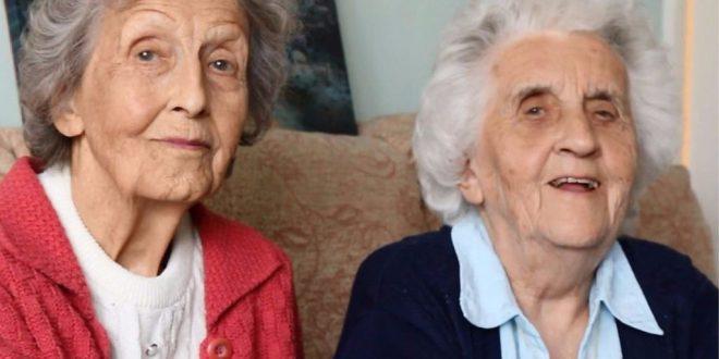 Vera (93) és Edna (91) nyolcvan éve énekelnek egy kórusban