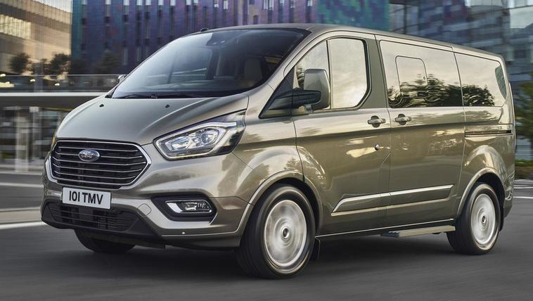 Új arccal bámul a világba a Ford kisbusza