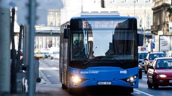 Nettó 400 ezres fizetést ígérve toboroz buszsofőröket a BKV