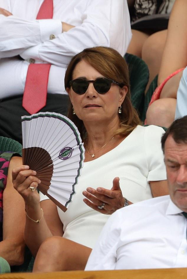 A hercegné édesanyja tegnap Wimbledonban mutatta meg a csinos, új frizuráját.